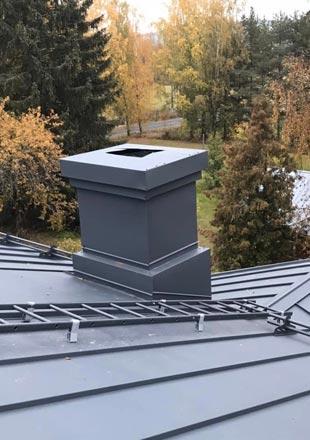 tikkaat asennettuna katon kanssa